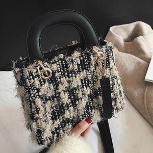 Handbags - 💥NEW💥 Wool Blended black and cream Handbag